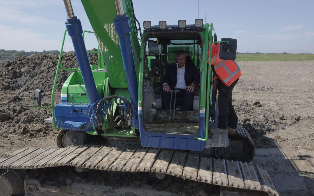 Wethouder voert officiële handeling uit op Landgoed de Eendragt